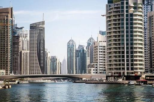 Dubaï : pourquoi cette ville des Émirats arabes unis attire autant ?