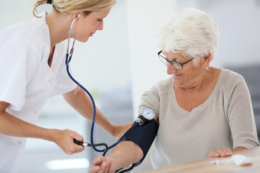 Recevoir des soins à domicile à Tourcoing par une infirmière libérale